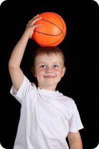 """""""Sólo tienes cuatro años. Todavía no puedes jugar al baloncesto."""""""