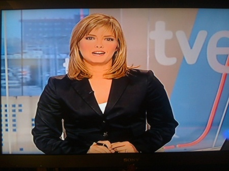 María Casado con una chaqueta demasiado apretada que le da una imagen bastante desastrosa